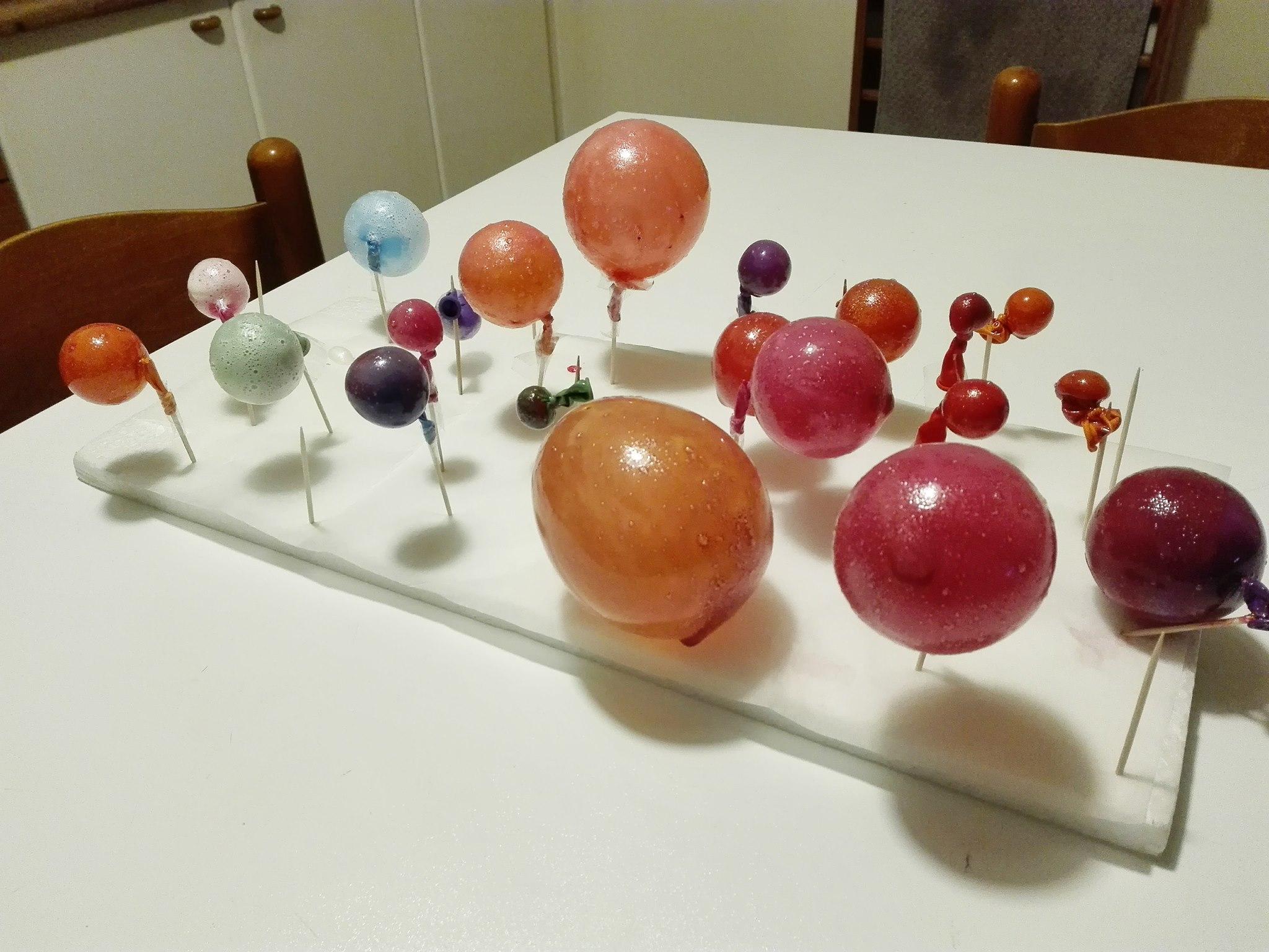 Bolle di Gelatina... Una simpatica idea per decorare i dolci