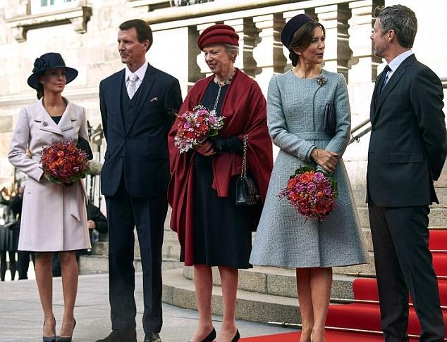 Kate Middleton, Mary di Danimarca: passione azzurro FOTO