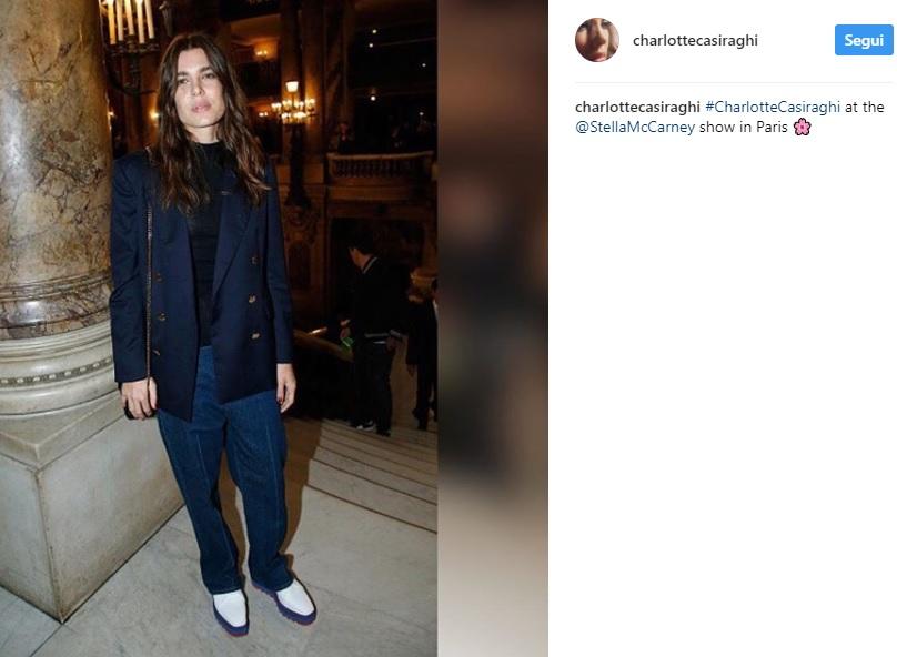Charlotte Casiraghi, sneakers con zeppa by Stella McCartney