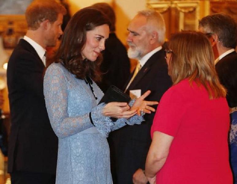 Kate Middleton, terza gravidanza: si vede il pancino VIDEO