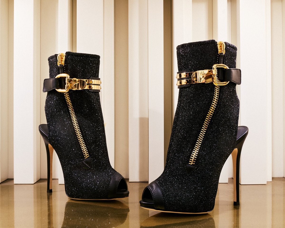 15 spettacolari scarpe con tacco da indossare ai party natalizi! FOTO