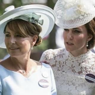 scarpe classiche massimo stile repliche Kate Middleton contro mamma Carole: la scelta che spiazza
