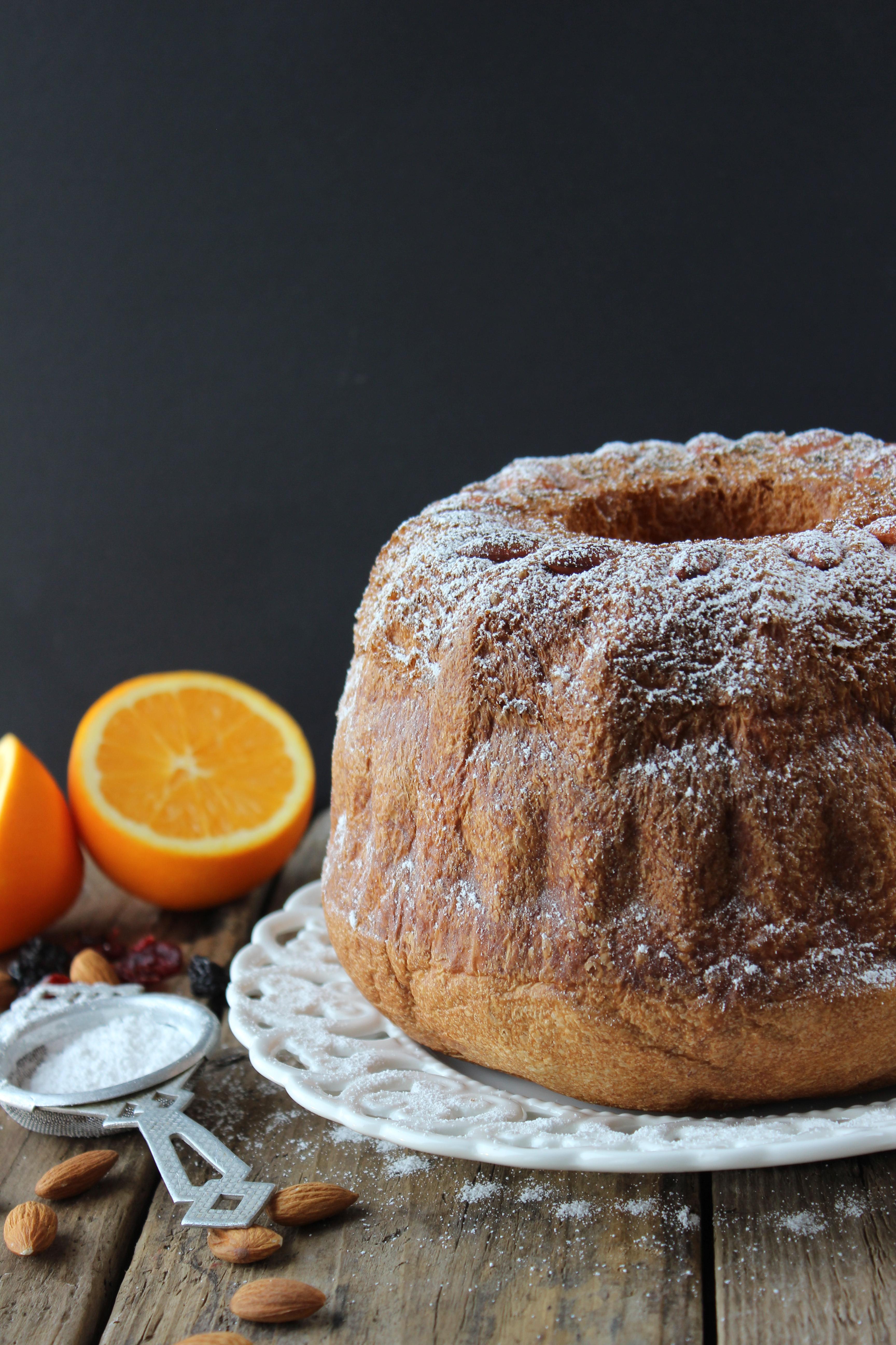 Contest: Gugelhupf a lievitazione naturale con arancia e frutti rossi (di Lyuba Radeva)