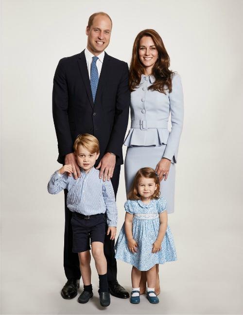 Kate Middleton FOTO di Natale: il mistero dietro la scelta del colore...