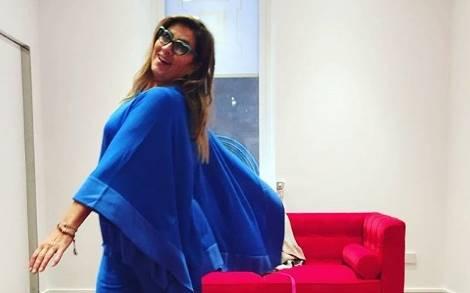 Romina Power fa tendenza! Completo blu elettrico... FOTO