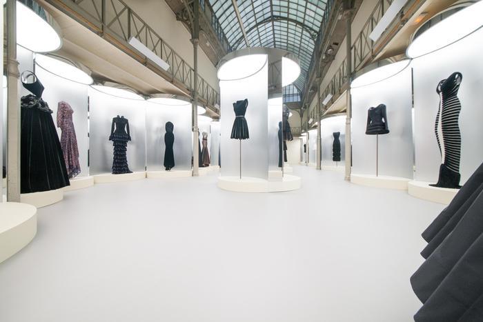 Parigi ricorda Azzedine Alaia: mostra dedicata al couturier