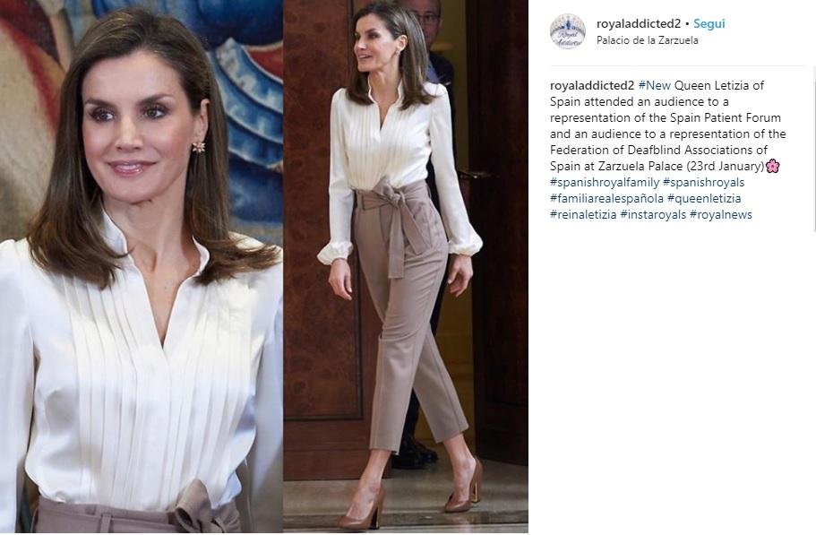 Letizia Ortiz ultimo look: camicia bianca e pantalone a vita alta