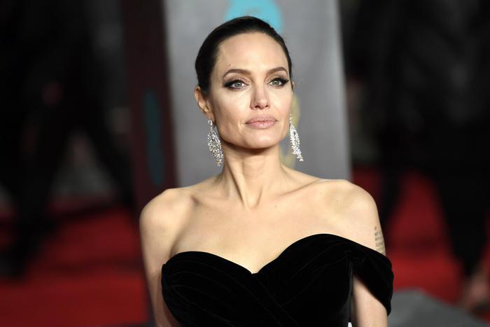 """Angelina Jolie gelosa di Amal Clooney? """"Odia le attenzioni che..."""