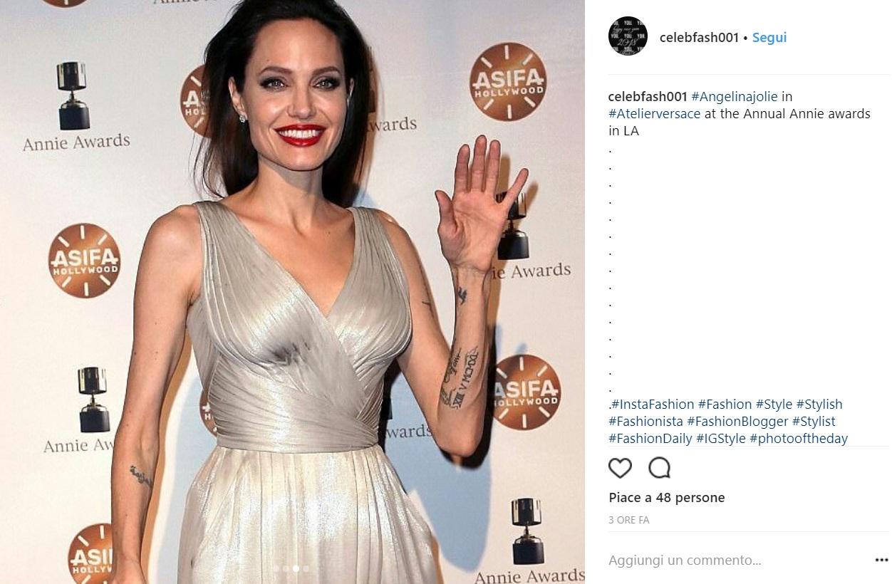 Angelina Jolie divina in abito lungo Atelier Versace FOTO