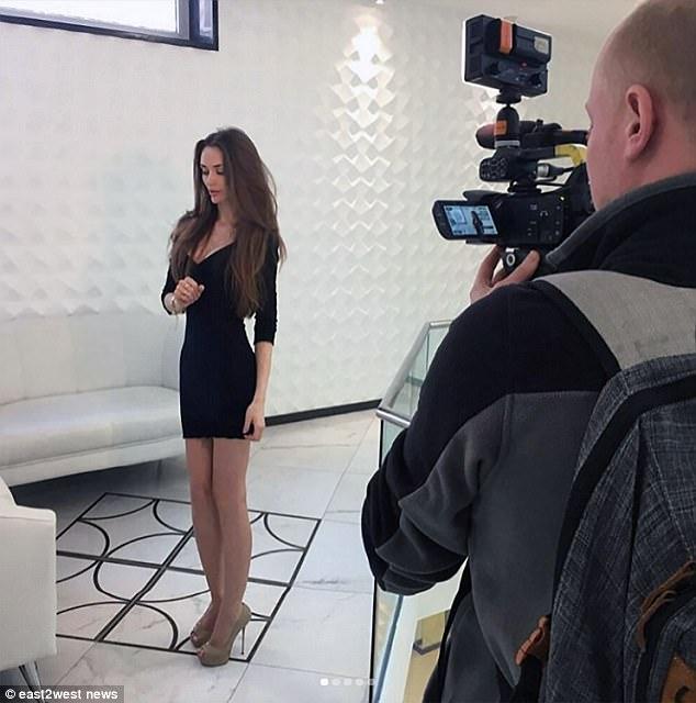 "Yulia Debbagkh, blogger russa: ""Ecco le mie protesi al seno"