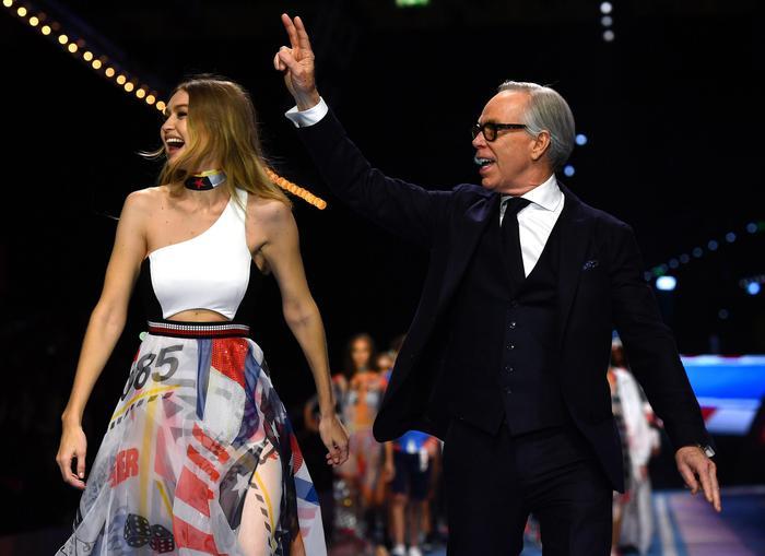 Gigi Hadid per Tommy Hilfigher nel segno della Formula Uno FOTO 1