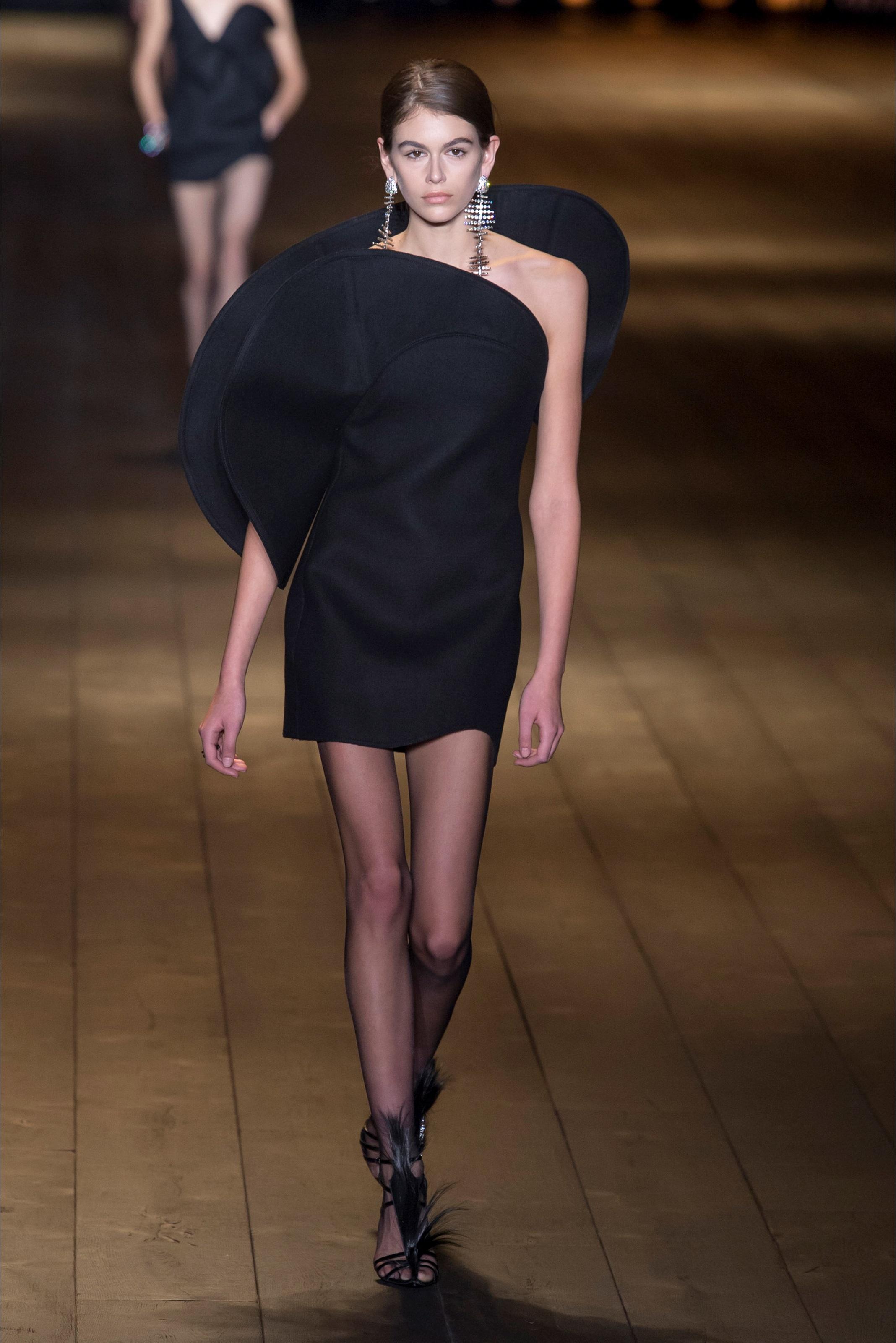 Kaia Gerber bella o troppo magra? Le FOTO delle sfilate