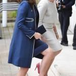 Kate Middleton sfida il freddo con il completo blu Jenny Packham FOTO