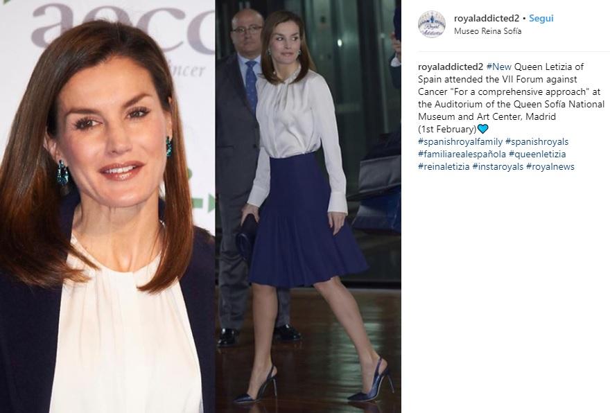 Letizia Ortiz look: gonna longuette blu e blusa bianca 1