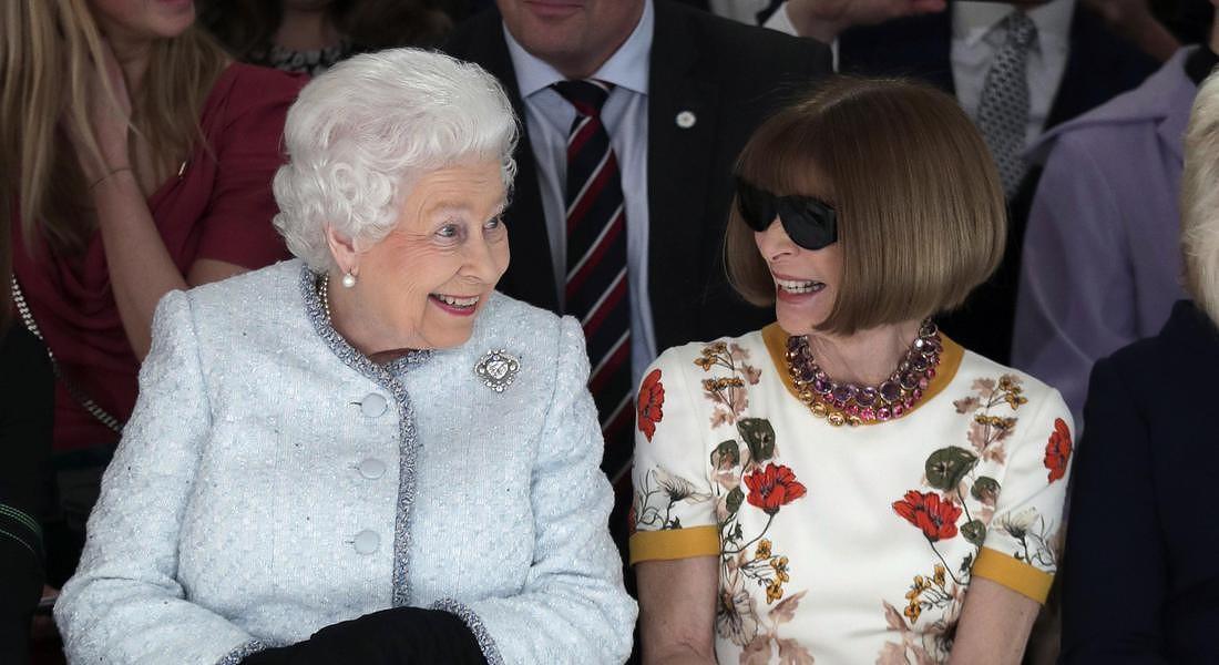 Regina Elisabetta, clamoroso errore di Anna Wintour: alla sfilata...