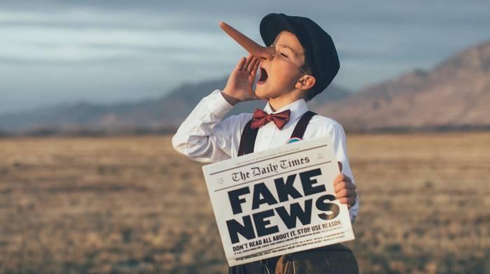 Cause dei tumori, dilagano le fake news: bottiglie di plastica, stress...