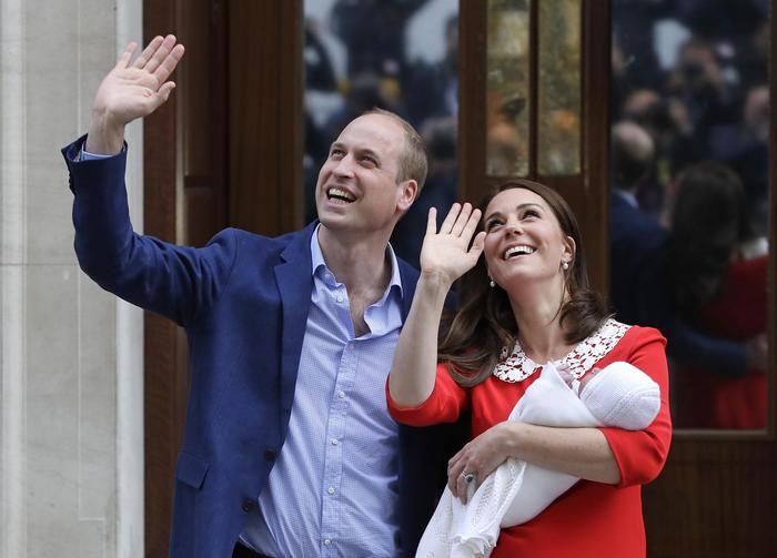 Kate Middleton, il look dopo il parto è un omaggio a Diana FOTO