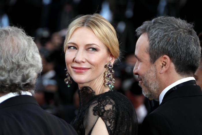 Cannes 2018: Cate Blanchett incanta in Armani FOTO