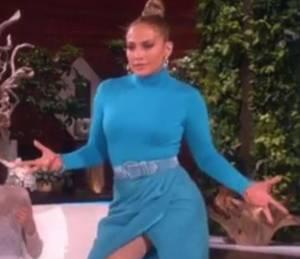 Jennifer Lopez si alza di scatto e...il vestito cede1