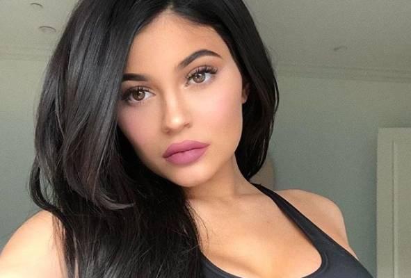 Come mettere l'eyeliner: Kylie Jenner svela il metodo più semplice! FOTO