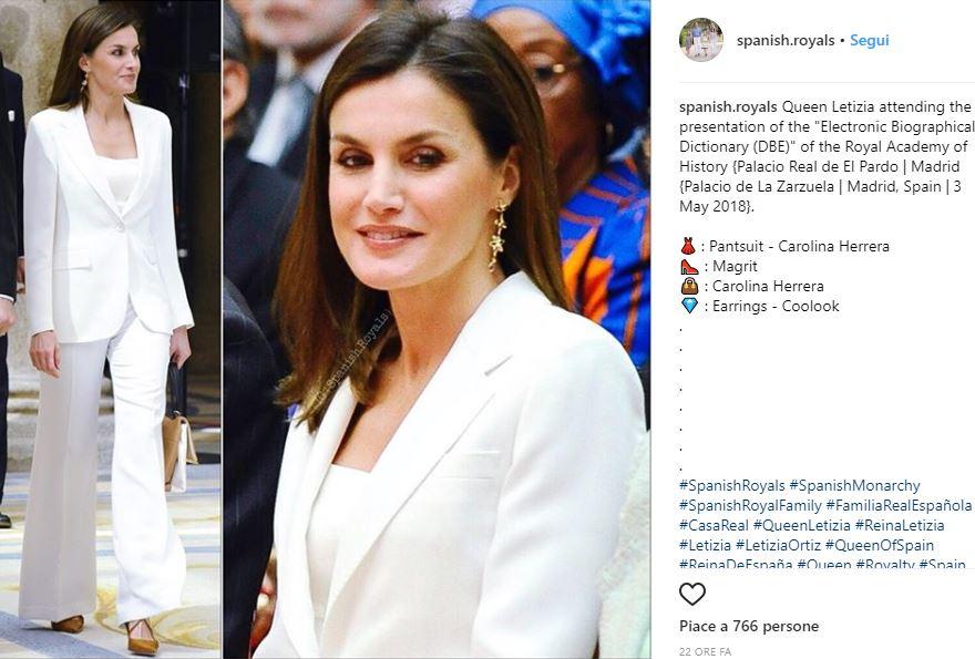 Letizia Ortiz total white: tailleur firmato Carolina Herrera