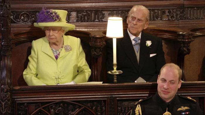 Royal Wedding: Regina Elisabetta, il mistero del posto vuoto davanti a lei