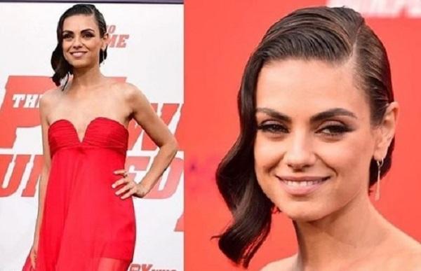 Mila Kunis total red: abito lungo firmato Valentino