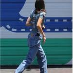 Kendall Jenner con i sandali ispirati all'emoji1