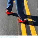 Kendall Jenner con i sandali ispirati all'emoji2