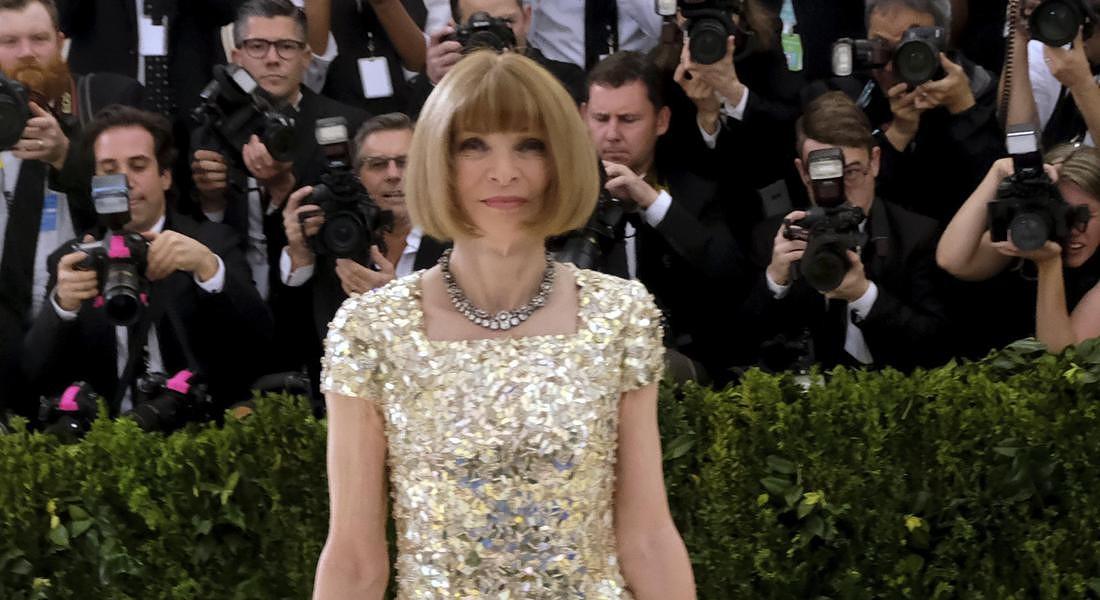 """Anna Wintour non lascia Vogue: """"indefinitamente"""" al timone della rivista"""