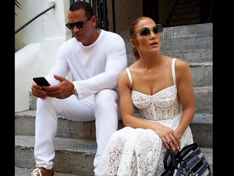 Jennifer Lopez canta a sorpresa in un locale a Capri mentre è in vacanza!