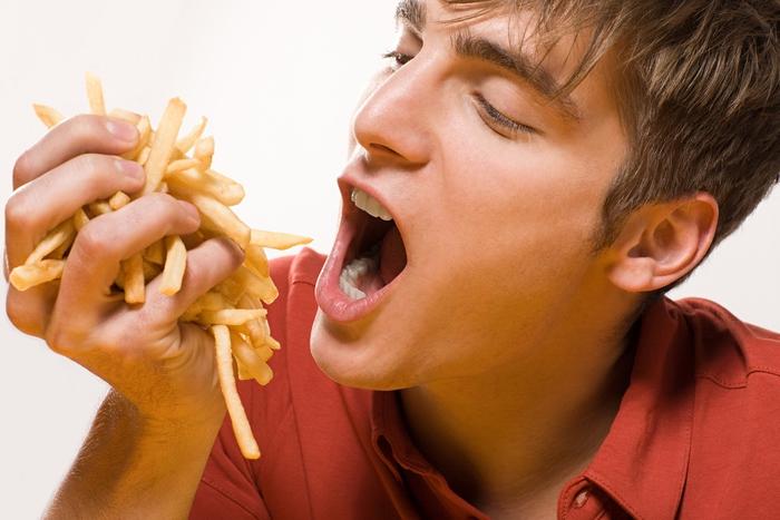 Cosa succede al tuo corpo quando smetti di mangiare cibo spazzatura