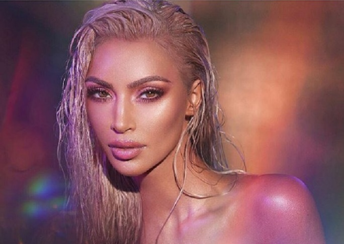 Kim Kardashian ci ricasca ed usa di nuovo Photosho3
