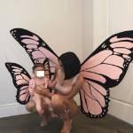 Halloween, Kylie Jenner sceglie il latex e si traveste da farfalla rosa1