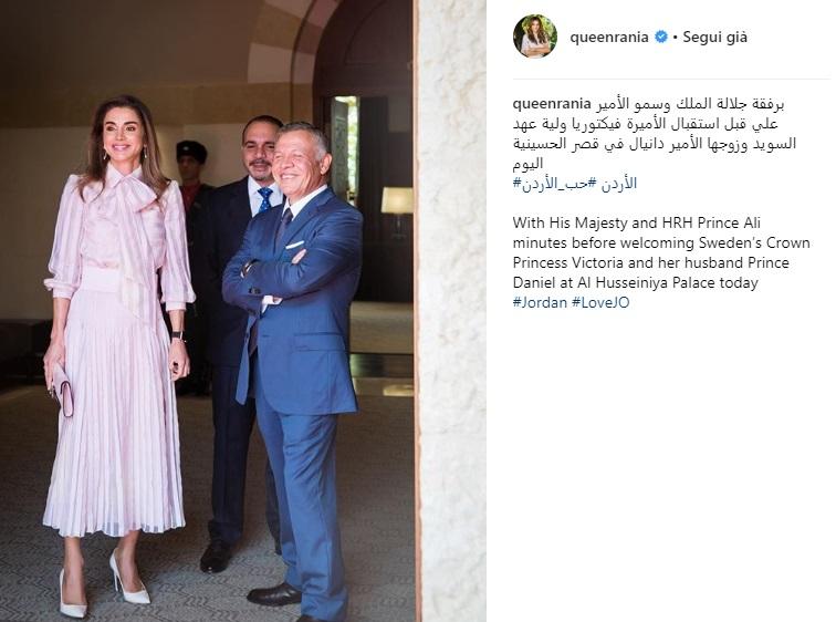 Rania di Giordania sceglie il rosa per l'incontro con i reali svedesi