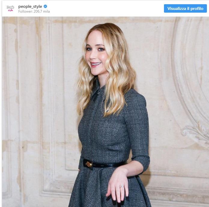 Jennifer Lawrence, alla sfilata Dior mostra l'anello di fidanzamento4