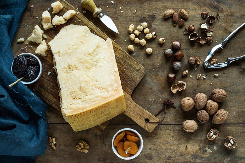 Problemi all'intestino: combattili con il Parmigiano Reggiano