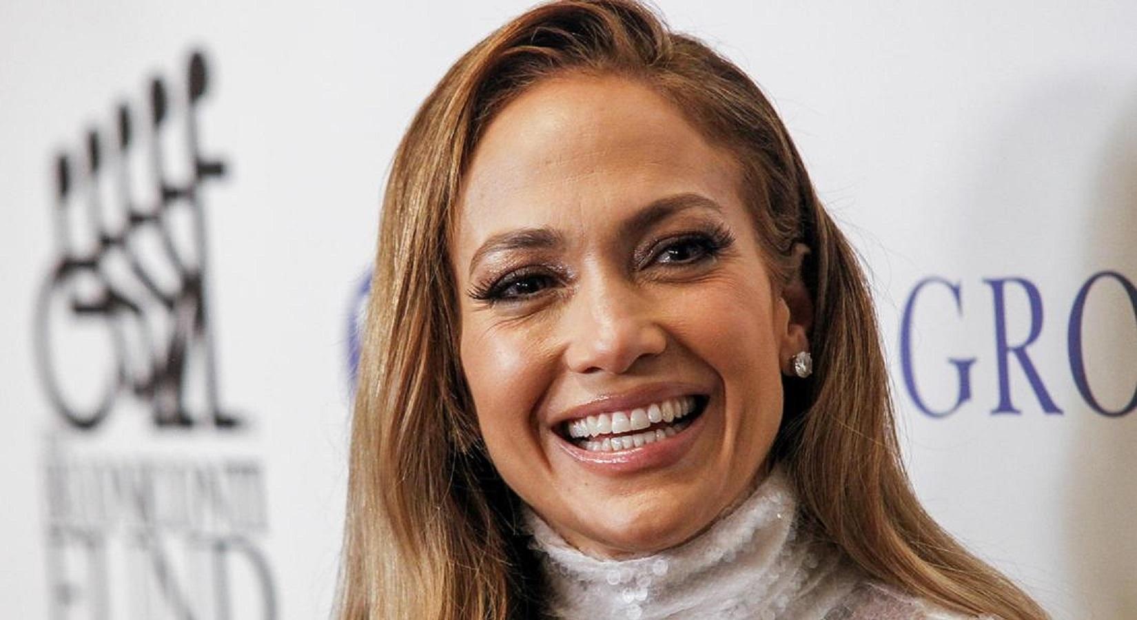 Jennifer Lopez, questo spray è il suo segreto per una pelle radiosa