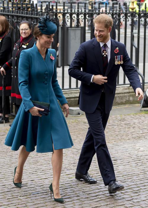 Kate Middleton, body language non mente. Con Harry...