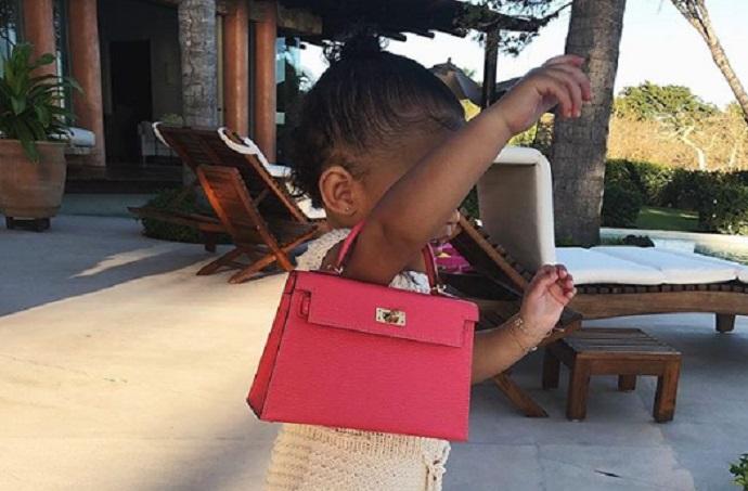 Kylie Jenner, la figlia stormi a 1 anno ha già la sua Kelly di Hermes