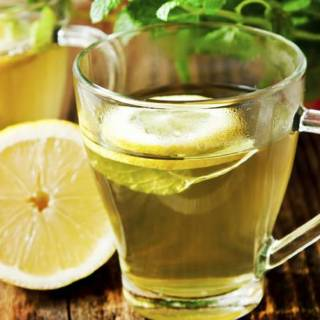 bere acqua calda ti aiuta a perdere peso