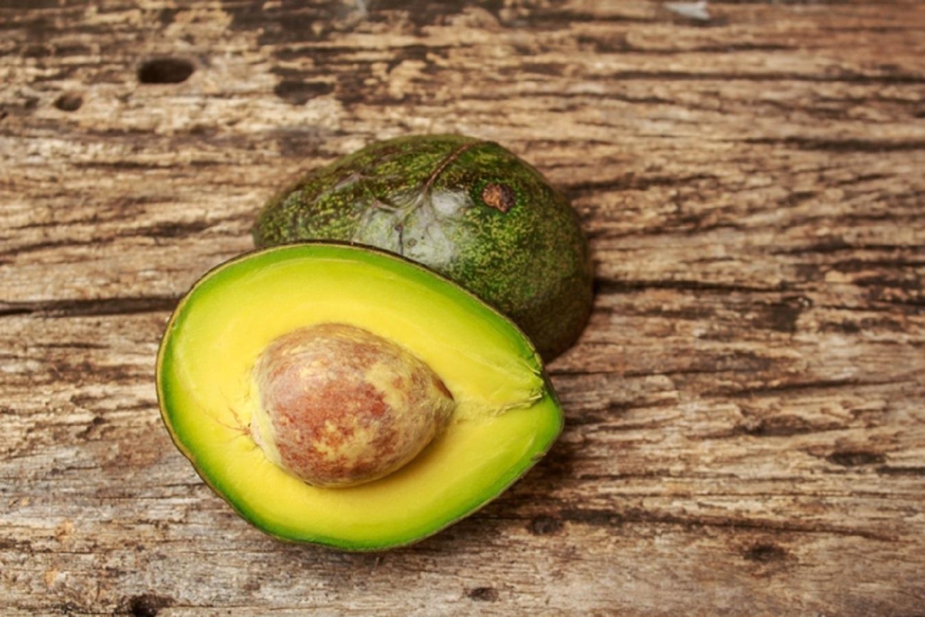 Colesterolo alto, 10 cibi economici che lo abbassano