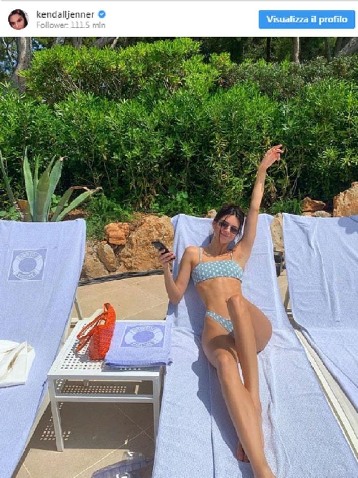 Kendall Jenner si rilassa a Monte Carlo col costume a pois che farà tendenza2