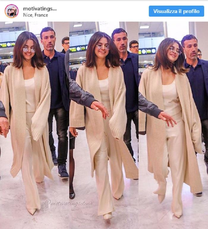 Selena Gomez, jumpsuit e cardigan all'aeroporto di Nizza