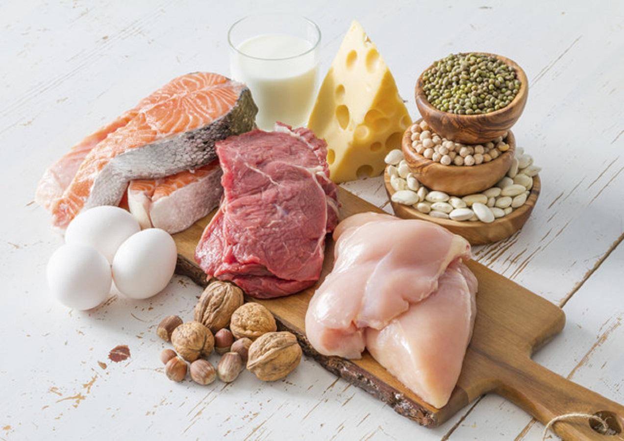 Grasso sulla pancia, riducilo con le proteine: cosa mangiare
