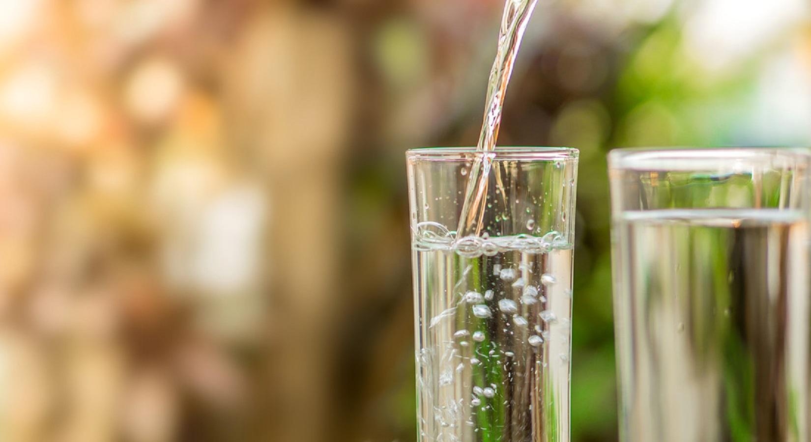 L'importanza dell'acqua durante la terza età e quando è meglio bere