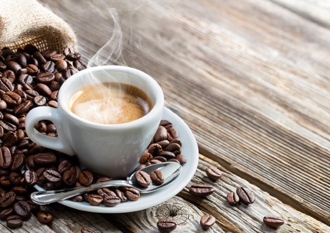 Caffè a stomaco vuoto: fa bene o male?