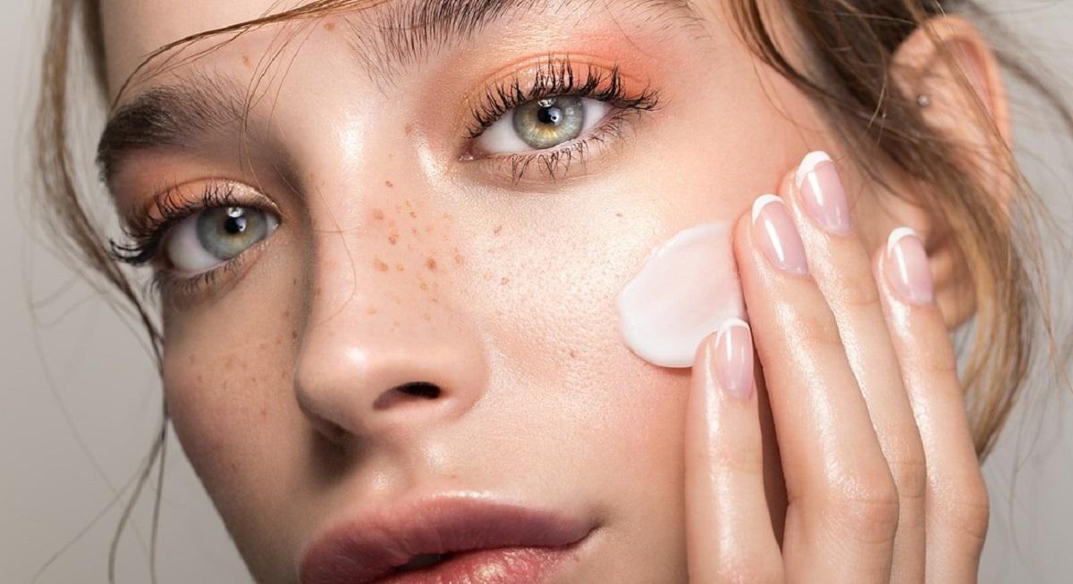 Pelle perfetta, il decalogo dell'esperta per la scelta della crema viso più adatta