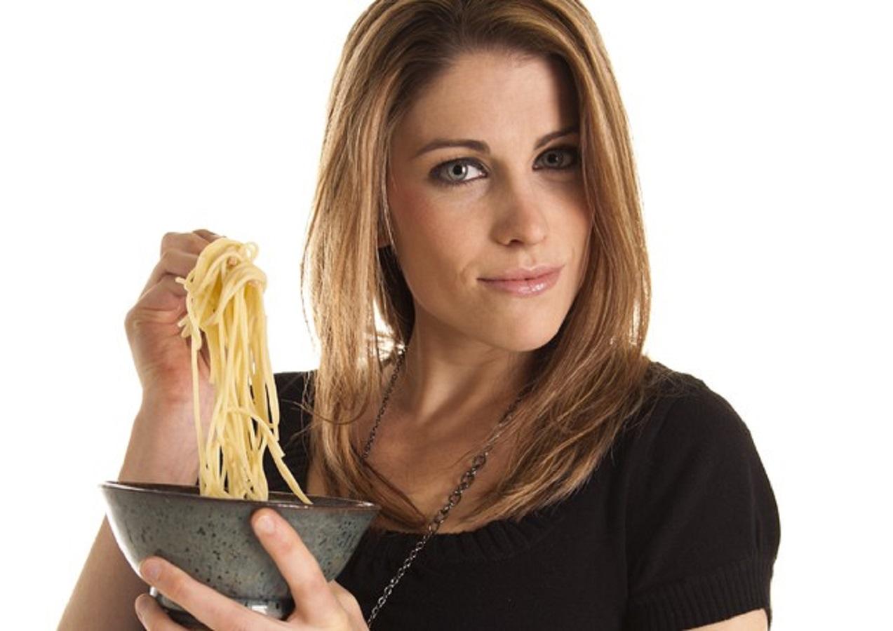 Pressione alta e cena: donne che mangiano tardi...