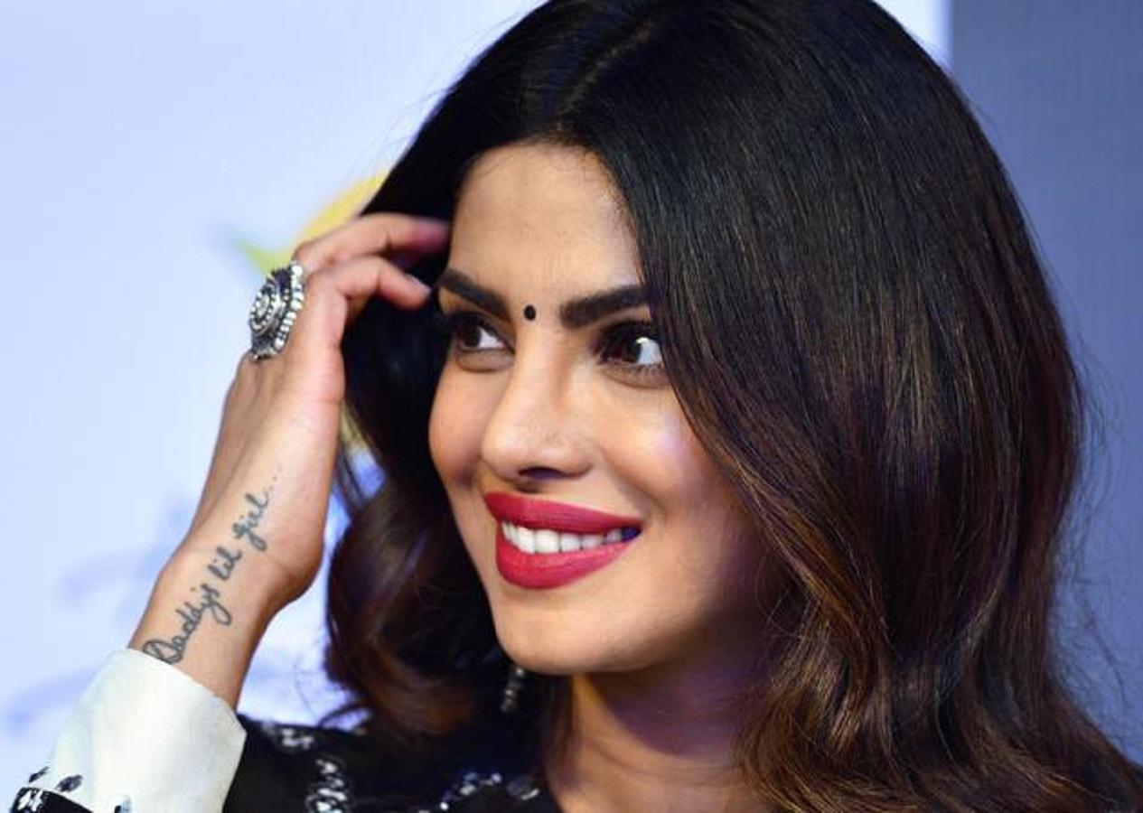 Priyanka Chopra ai Grammy, abito tributo a Jlo